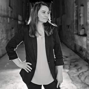 Sherri Smith, thriller author of FOLLOW ME DOWN (https://twitter.com/SL_Smith_)