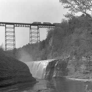 Conrail_BUOI_6338_east_crossing_Portage_Bridge_at_Letchworth_State_Park_Genesee_River_TMY_f8_1-500th_May9_1987_840am_Brian_Solomon_494907.jpg