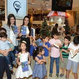 Author_Farah_Oomerbhoy___Tara_Sharma_with_kids_present_at_the_book-reading.jpg